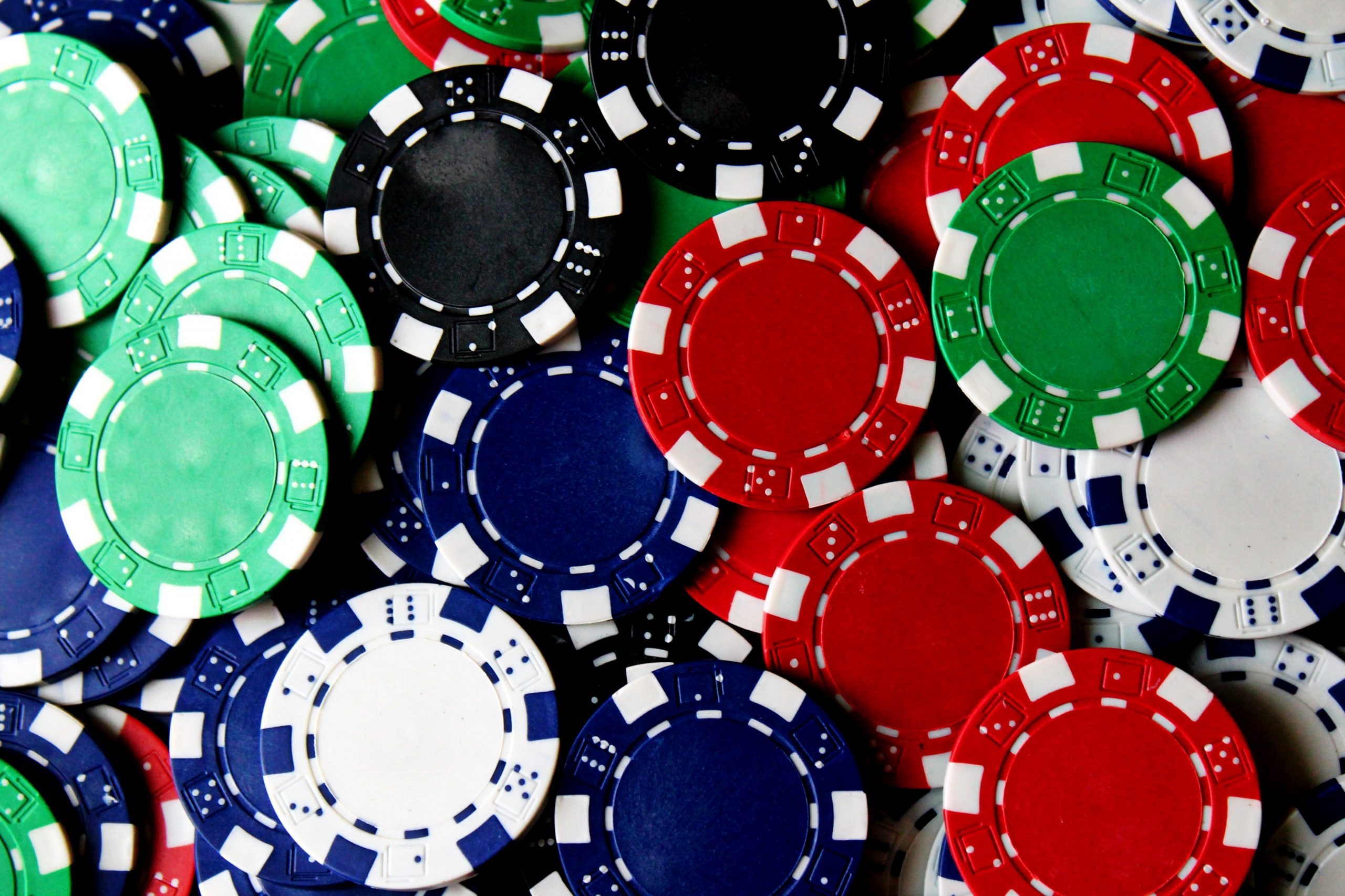 Gambling online pokers to earn more payouts