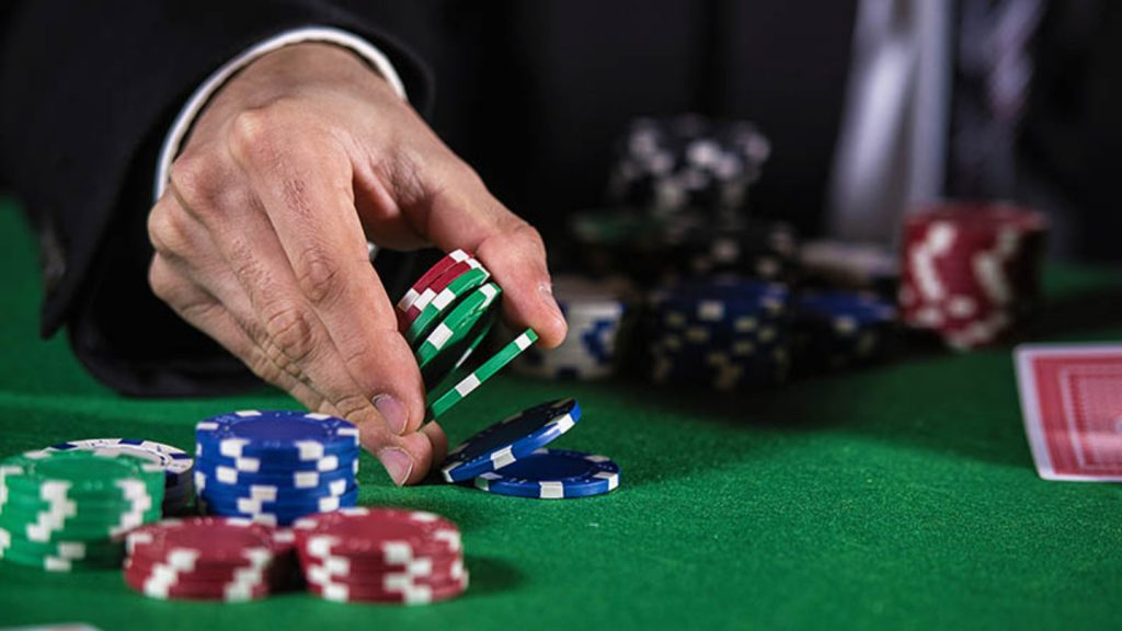 Gambling online pokers to earn more
